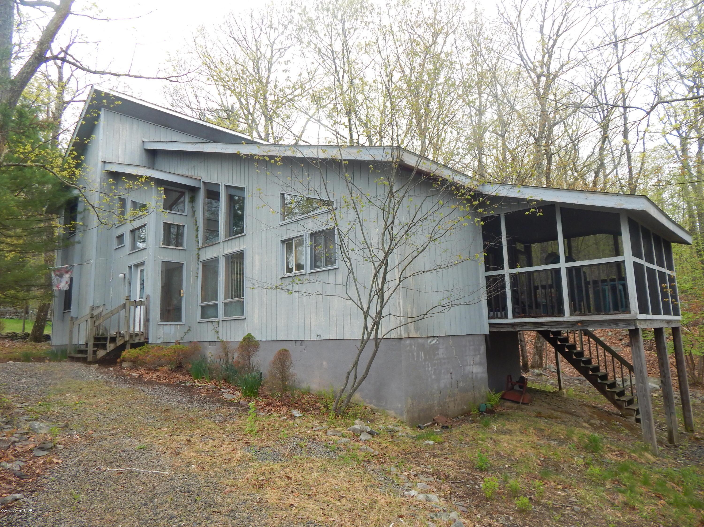 2260 Apley Ct, Bushkill, PA 18324