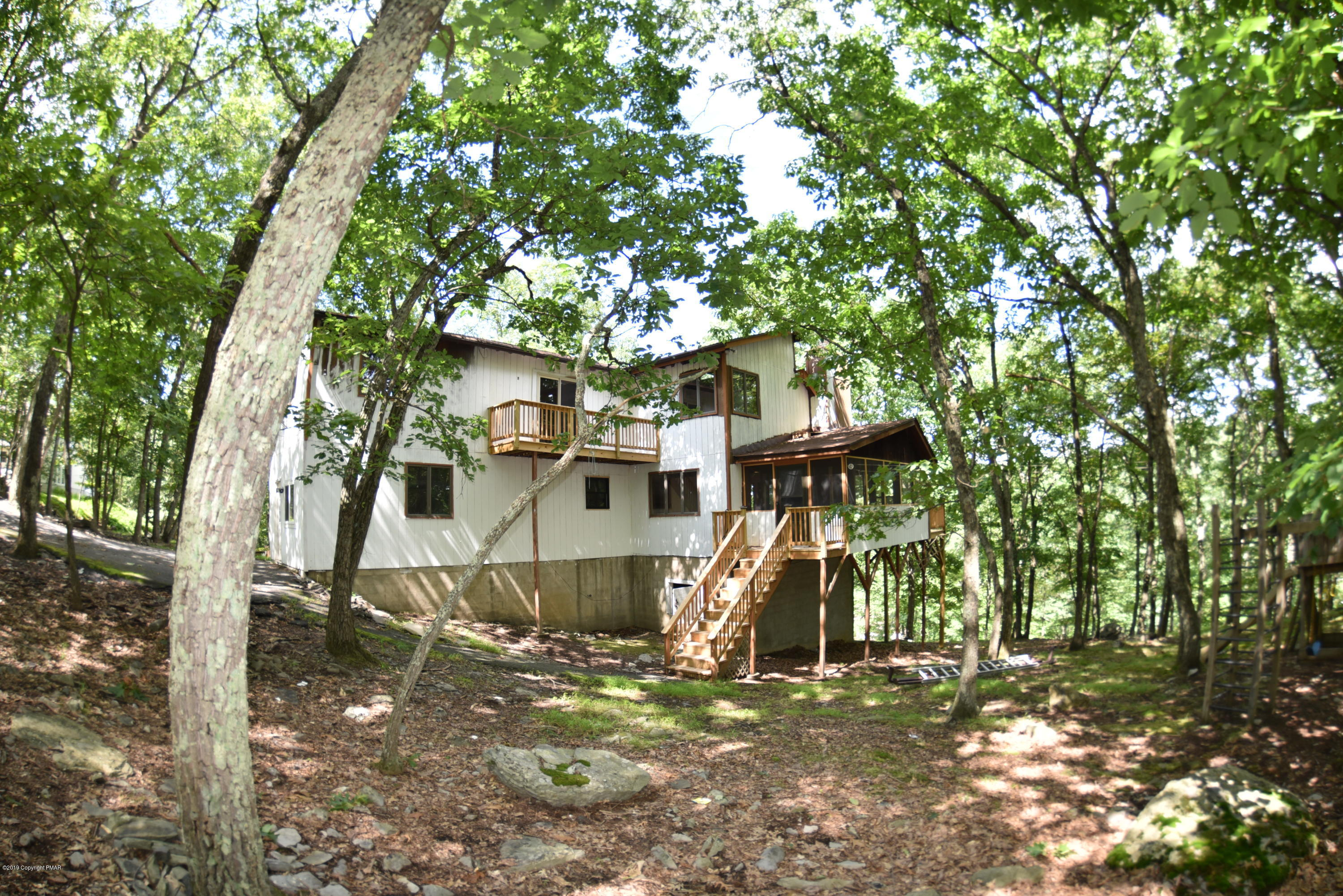 2283 Southport Dr, East Stroudsburg, PA 18302