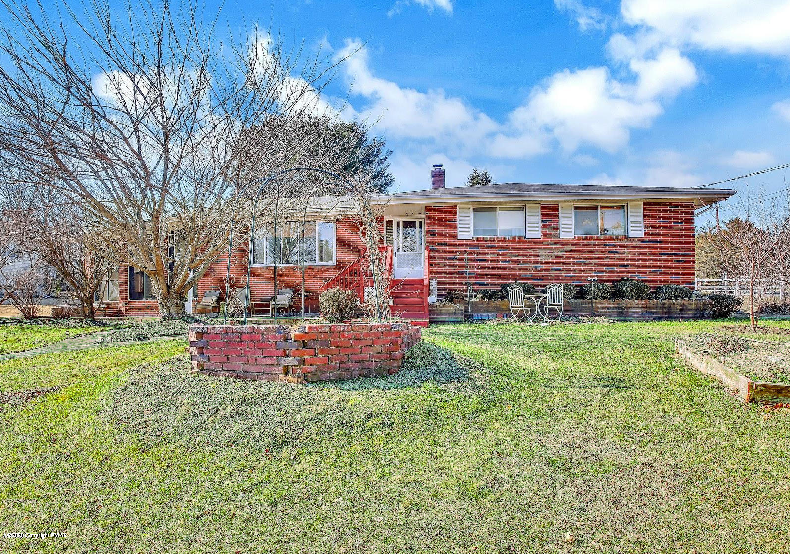 2097 Pleasant View Dr, Stroudsburg, PA 18360