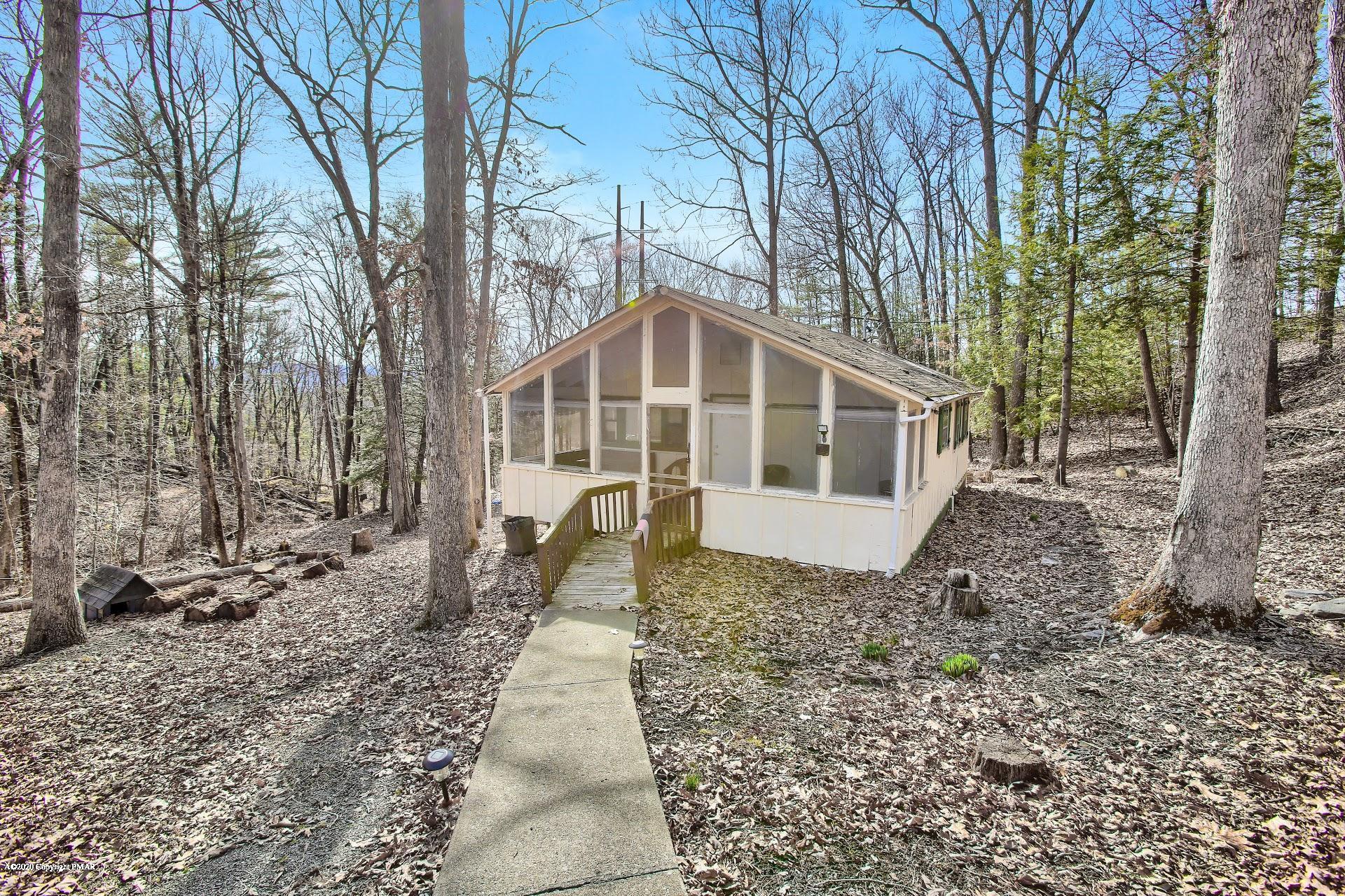 2243 Pine Ln, Bushkill, PA 18324
