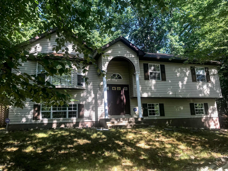1147 Hunters Woods Dr, East Stroudsburg, PA 18301