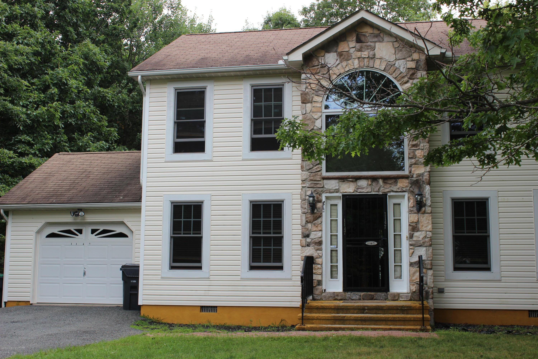 1147 Cranberry Dr, Bushkill, PA 18324
