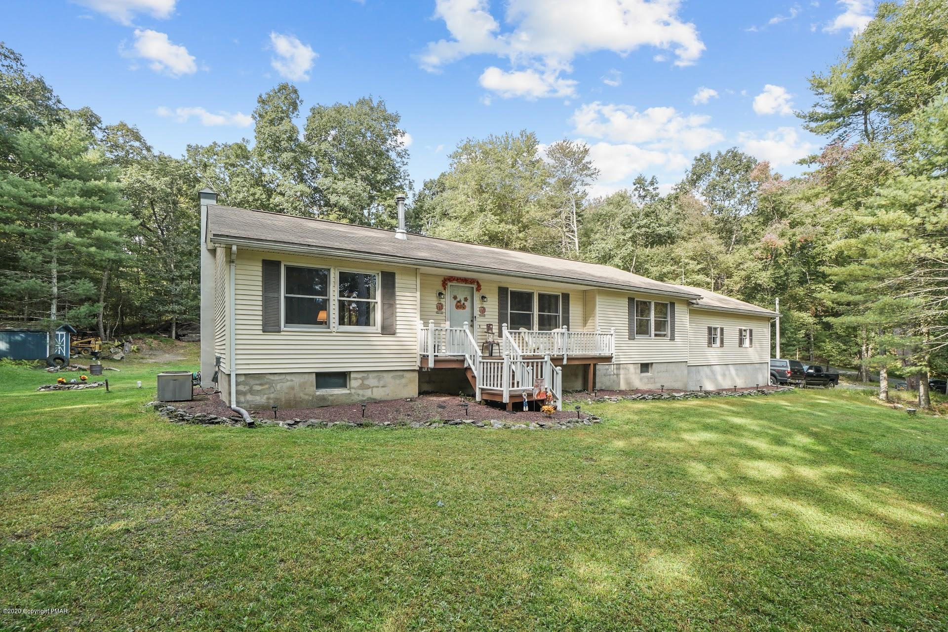 100 Joerger Ln, Dingmans Ferry, PA 18328