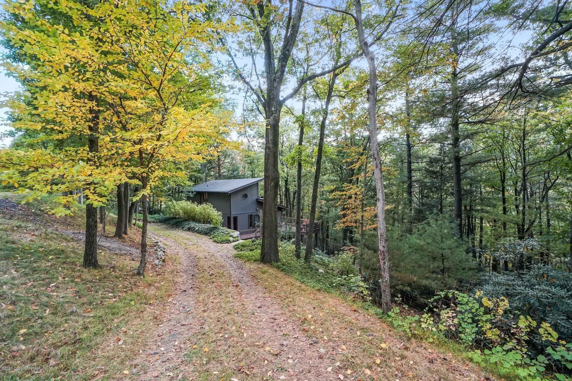 227 Cobble Creek Dr, Tannersville, PA 18372