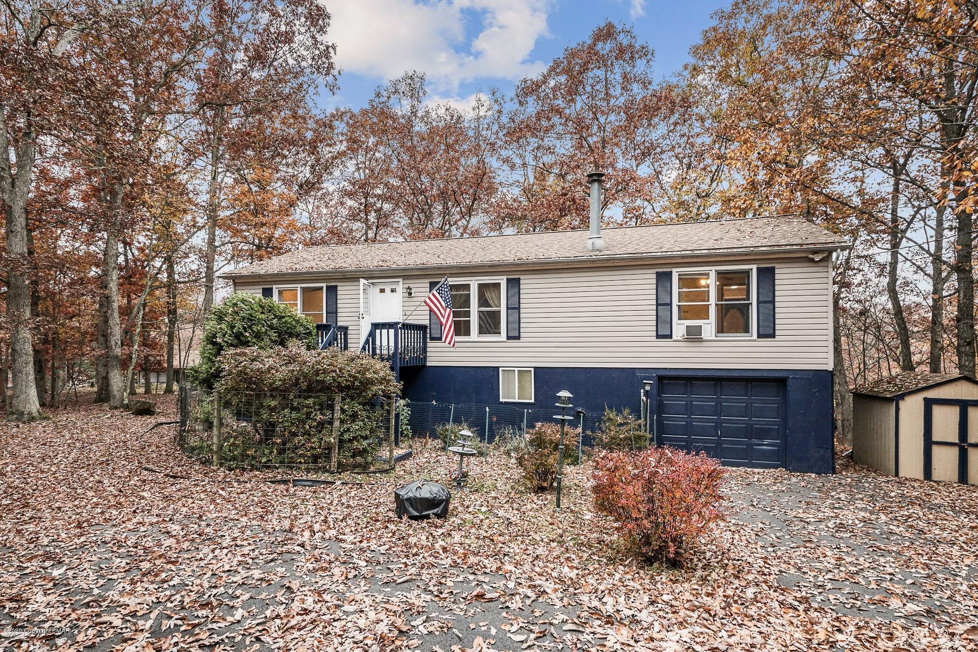 6186 Decker Rd, Bushkill, PA 18324