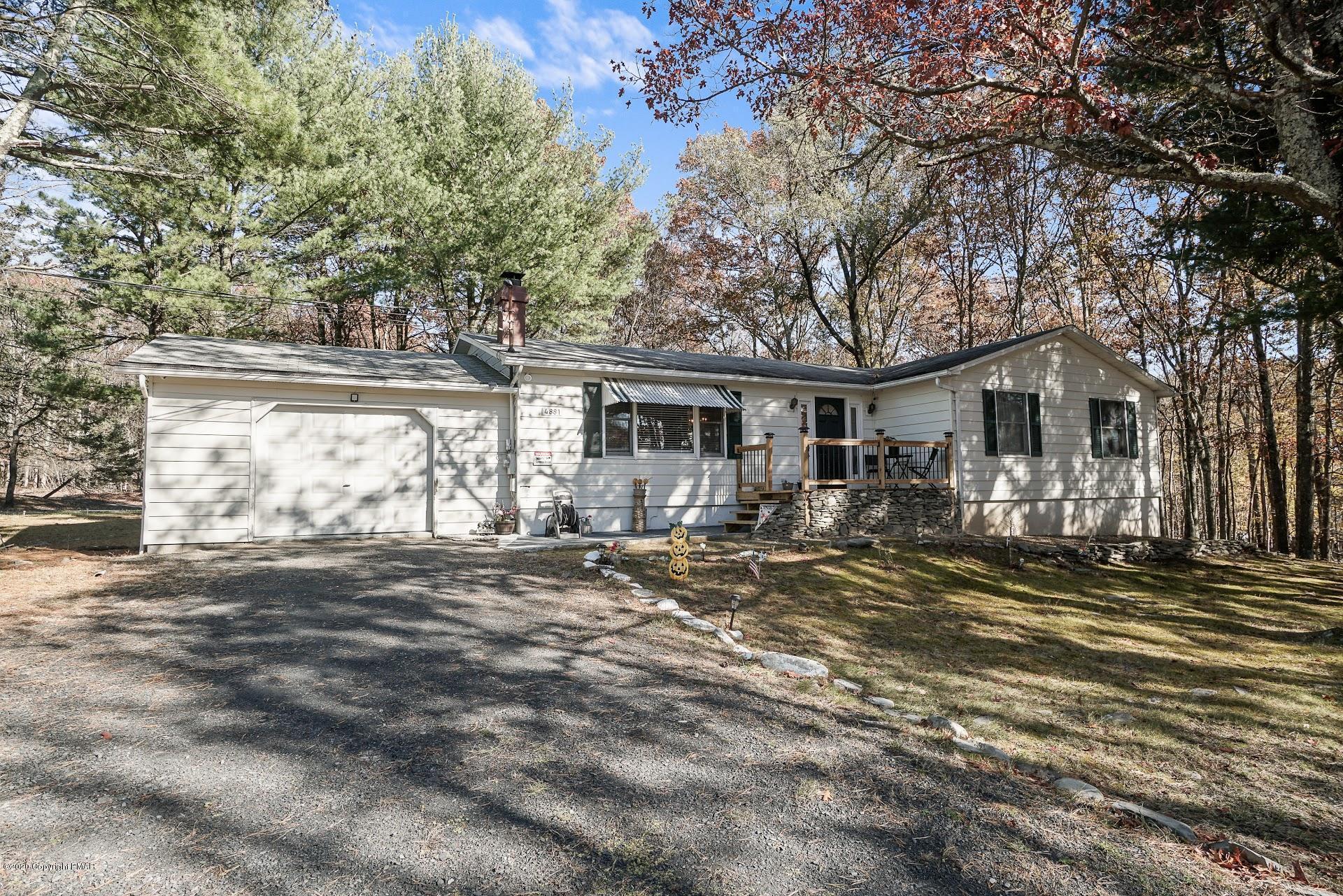 4881 W Pine Ridge Dr, Bushkill, PA 18324