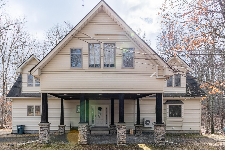 2821 Brown Bear Ct, East Stroudsburg, PA 18302