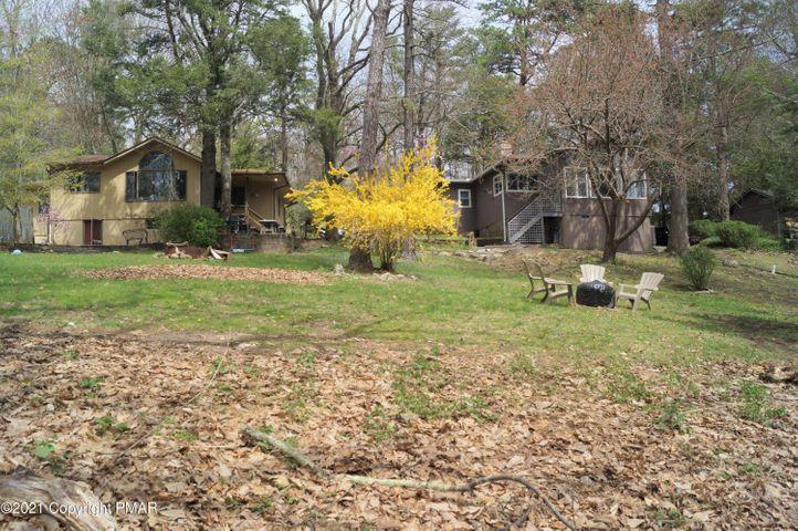 311-315 Goldfinch Pl, Mount Pocono, PA 18344