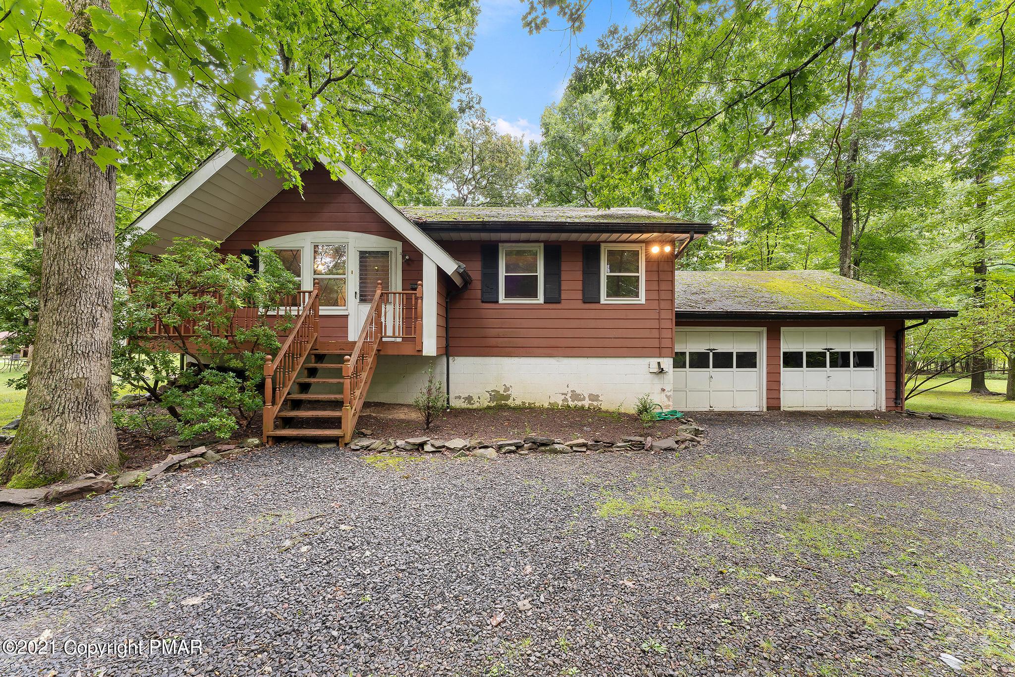 2332 W White Oak Dr, East Stroudsburg, PA 18301