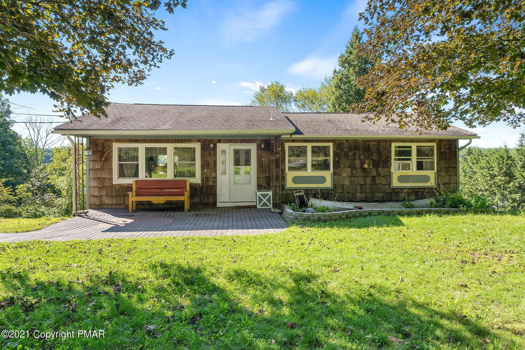 413 Stony Brook Dr, Stroudsburg, PA 18360