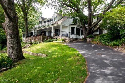 Milford Single Family Home For Sale: 181 Pine Hill Farm Rd