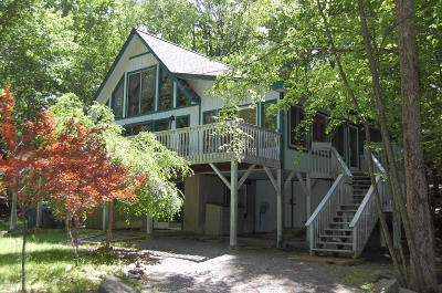 Hemlock Farms Single Family Home For Sale: 800 Corral Court