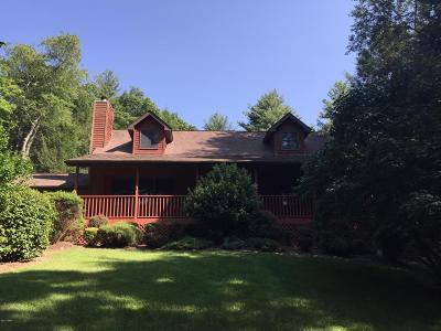 Milford Single Family Home For Sale: 135 Mill Ridge Dr