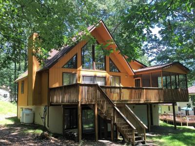 Lakeville Single Family Home For Sale: 33 Pine St