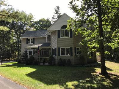 Milford Single Family Home For Sale: 123 Stonehedge Ln