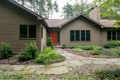 Milford Single Family Home For Sale: 115 Millcreek Ct