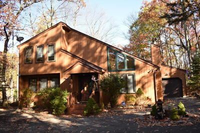 Hemlock Farms Single Family Home For Sale: 810 Maple Leaf Court