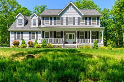 Single Family Home For Sale: 121 Peach Tree Ln