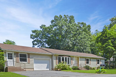 Single Family Home For Sale: 102 Rose Ln