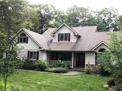 Hemlock Farms Single Family Home For Sale: 121 Burning Tree Dr