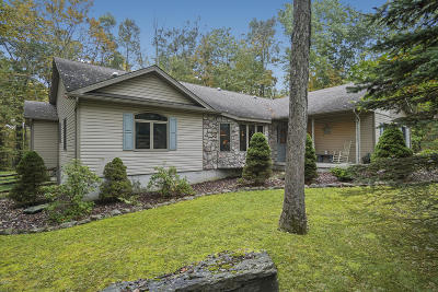 Hemlock Farms Single Family Home For Sale: 137 Buckboard Ln