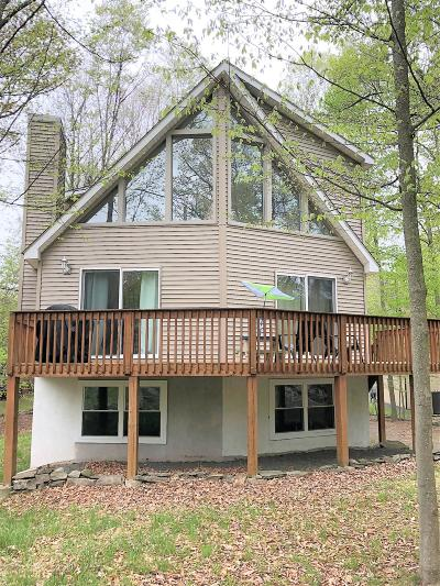 Wallenpaupack Lake Estates Single Family Home For Sale: 1048 Mountain Top Dr