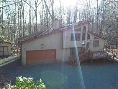 Wallenpaupack Lake Estates Single Family Home For Sale: 1079 Wallenpaupack Dr