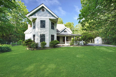 Milford Single Family Home For Sale: 121 Mill Ridge Dr