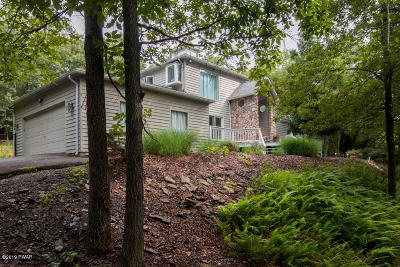 Milford Single Family Home For Sale: 111 Old Farm Rd