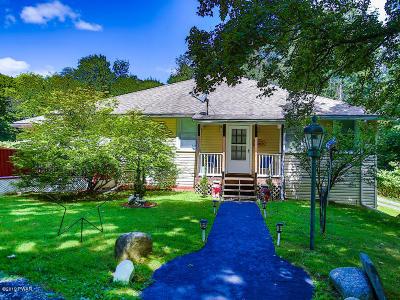Matamoras Single Family Home For Sale: 105 Garden Ct