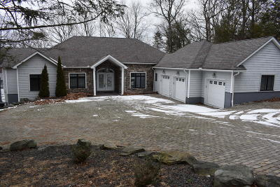 Hemlock Farms Single Family Home For Sale: 801 Paddle Court