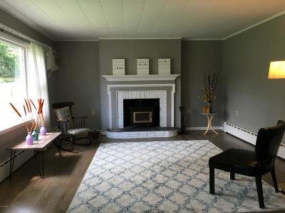 Milford Single Family Home For Sale: 165 Foster Hill Rd