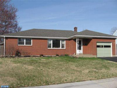 Single Family Home Sale Pending: 1221 Center Avenue