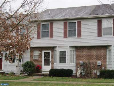Bordentown Condo/Townhouse ACTIVE: 32 W Constitution Drive