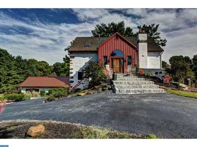 Media Single Family Home ACTIVE: 10 Pine View Drive