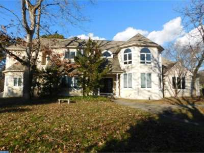 Single Family Home ACTIVE: 18 Edelweiss Court