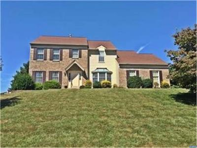 Single Family Home ACTIVE: 6 Meadowbrook Lane