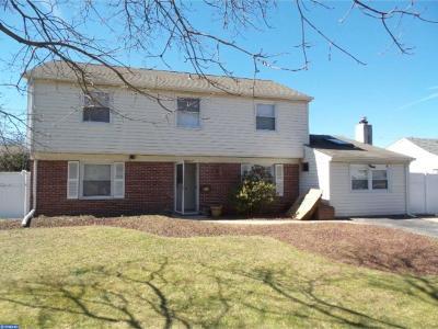 Willingboro Single Family Home ACTIVE: 220 Somerset Drive