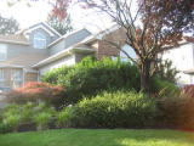 Single Family Home ACTIVE: 31 Inverness Court