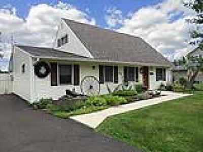 Levittown Single Family Home ACTIVE: 65 Cobalt Ridge Dr N