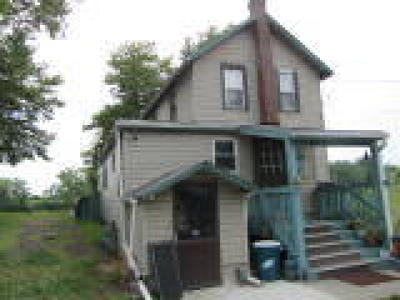 Logan Township Single Family Home ACTIVE: 66 Island Road
