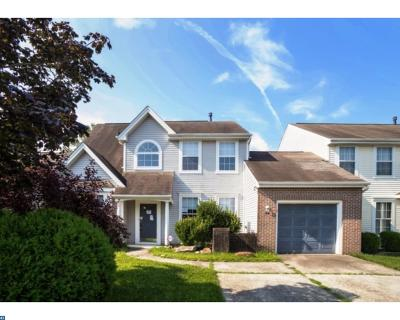 Condo/Townhouse ACTIVE: 54 Fieldcrest Drive