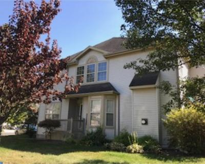 Burlington Township Condo/Townhouse ACTIVE: 2 Shelburne Street