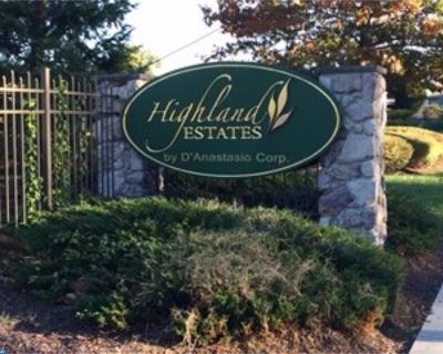 Gloucester Twp Condo/Townhouse ACTIVE: 526 Highland Avenue