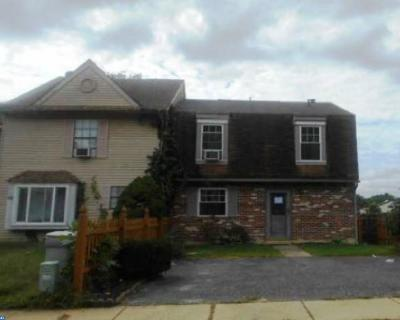 Single Family Home ACTIVE: 44 Presidential Drive