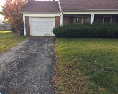 Single Family Home ACTIVE: 30 Grayson Circle