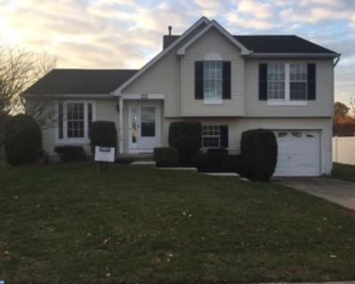 Single Family Home ACTIVE: 118 Cormarty Drive