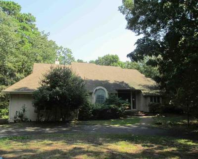 Medford Single Family Home ACTIVE: 2 Woodlake Court