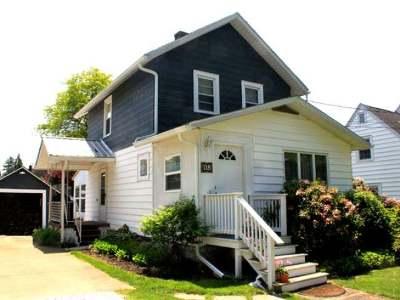 Warren Single Family Home For Sale: 118 Quaker Hill Road