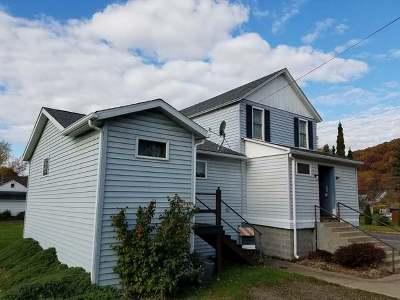 Warren Single Family Home For Sale: 200 Falconer Street